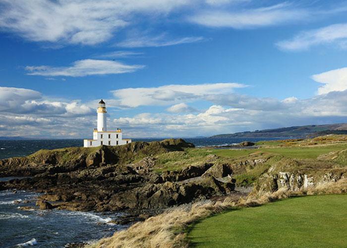 Pour tous les passionnés, l'Écosse est un passage obligé. Un retour aux sources qui conduit les plus chanceux à Saint Andrews ou au Trump Turnberry