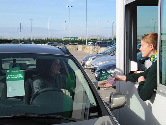 Europcar étend son activité aux VTC et à l'autopartage avec le rachat du service Brunel à Londres et d'Ubeeqo, qui va prendre la suite d'Autolib' à Paris.