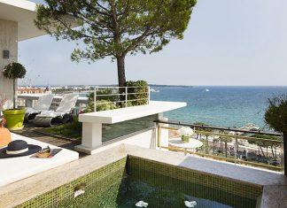 Séjours teintés d'azur, incentives détente et du glamour toujours : le Grand Hôtel de Cannes associe farniente et élégance.© DR