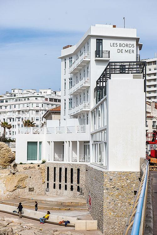 Sur la Corniche, Les Bords de mer revisite un ancien hôtel-restaurant des années 30.