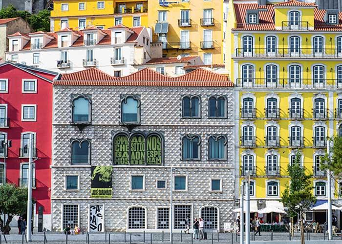 Datant de 1523, la Casa dos Bicos accueille la fondation de l'écrivain et prix Nobel José Saramago.