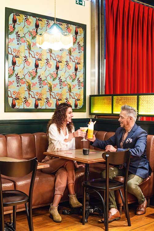 Mini Bar, un bar façon speakeasy, mais aux prétentions gastronomiques, conçu par José Avillez.
