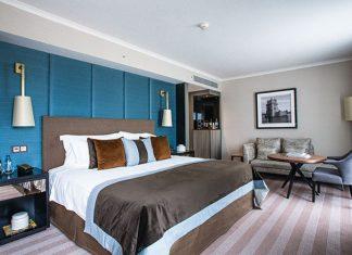 Alors qu'une foule de nouveaux hôtels ouvrent leurs portes, d'autres déjà établis, comme le très haut de gamme Corinthia, se remettent au goût du jour face à la concurrence.