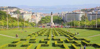 Le parc Eduardo VII, le Tage au loin et à ses pieds la très chic et affairée Avenida Liberdade.