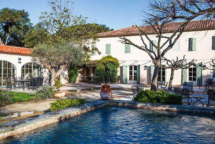 Avec un hôtel quatre étoiles et 150 appartements, l'île des Embiez peut accueillir des groupes de toutes les tailles, jusqu'aux plus importants.