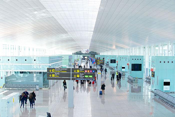 Sur les 87 compagnies présentes à Barcelone El Prat, 13 sont des low cost, représentant à elles toutes 70 % du trafic passagers.