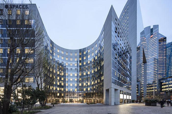 La Défense voit fleurir les espaces de coworking qui insufflent au quartier d'affaires parisien leur esprit innovant et créatif (en photo, le Spaces, ouvert en début d'année).© Luc Boegly