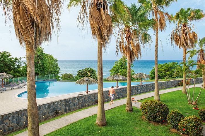 La Karibea Sainte Luce, un resort convivial posé en bord de plage et qui propose une foule d'activités nautiques.
