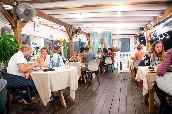 Restaurant d'un côté, croisières gastronomiques de l'autre : double jeu réussi pour le Cook & Sail by Zanzibar.