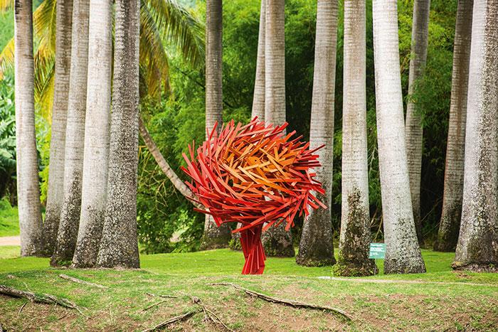 La Fondation Clément accueille des expositions permanentes contemporaines dans son parc luxuriant.