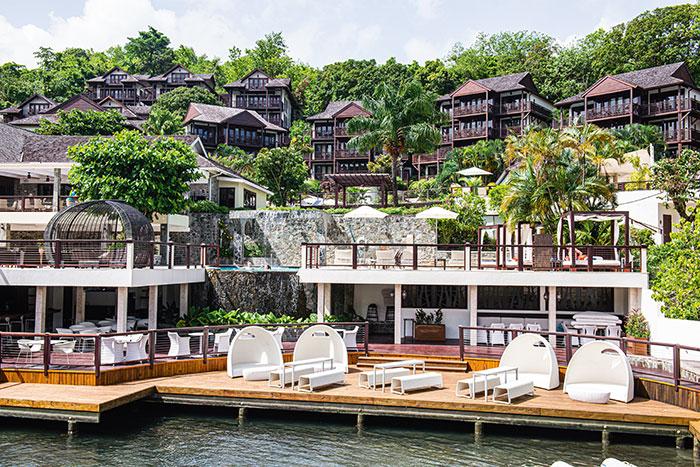 Enfoui dans la végétation, le Marigot Bay incarne le luxe qui caractérise les beaux resorts de l'île.