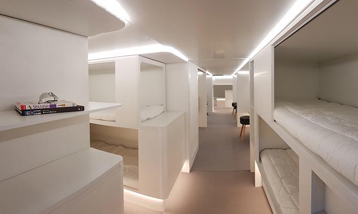 Des couchettes superposées en soute : c'est l'idée révolutionnaire envisagée par Airbus et Zodiac. Installées au niveau du pont cargo, elles permettraient aux passagers de la classe éco de profiter de vrais lits. © Airbus S.A.S.