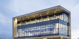 Verticalité, lumière, espace, matière : le centre de congrès Robert Schuman de Metz, ouvert l'an dernier, joue de toute sa modernité pour offrir à la ville un lieu de réunions doté des dernières technologies.