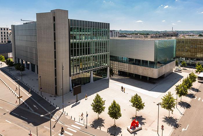 Participant à l'air du temps, Nancy inscrit son nouveau centre de congrès Jean Prouvé au cœur d'un éco-quartier.