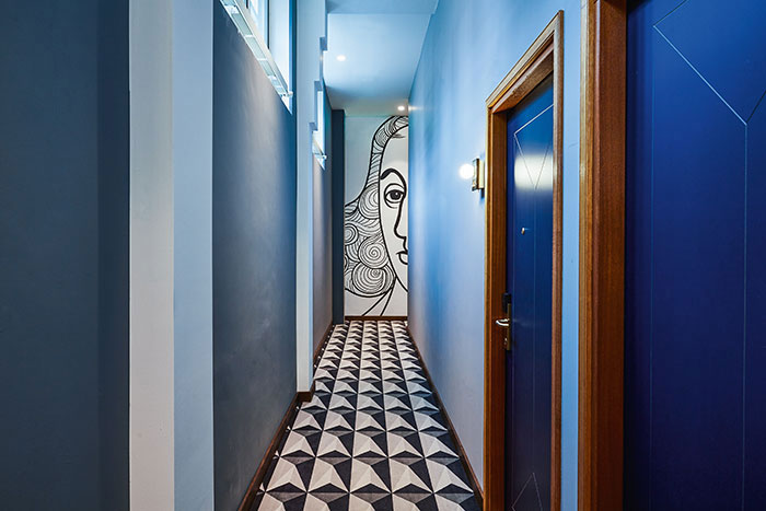 Des murs qui ont des choses à raconter. Hébergé à La Haye dans un palais qui abritait autrefois la banque nationale des Pays-Bas, Hotel Indigo fait référence avec humour au Siècle d'Or hollandais. © IHG