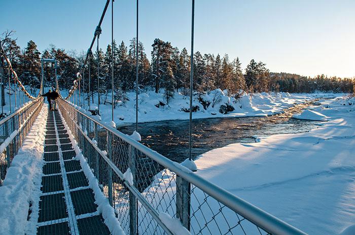 La Laponie est traversée par une multitude de rivières et de lacs sauvages dont celui d'Inari, l'un des plus grands d'Europe et parsemé de plus de 3 000 îles.