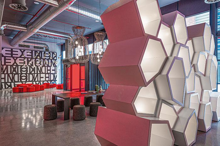 Radisson Red se dédie aux nouvelles générations de voyageurs d'affaires nomades et connectés.© Radisson Hotel Group