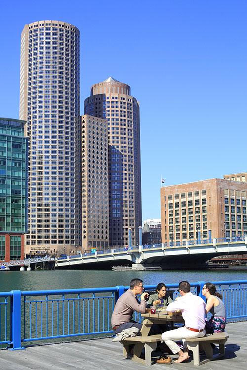 Boston - Lancé en 2010, l'Innovation District de Seaport attire aujourd'hui une foule d'entreprises innovantes. Ce quartier en devenir s'impose en contrepoint du hub business historique, Kendall Square, et sa myriade de laboratoires et de centres de recherche et développement en lien direct avec le MIT voisin.© Ludovic Maisant