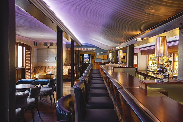 Bascule Bar