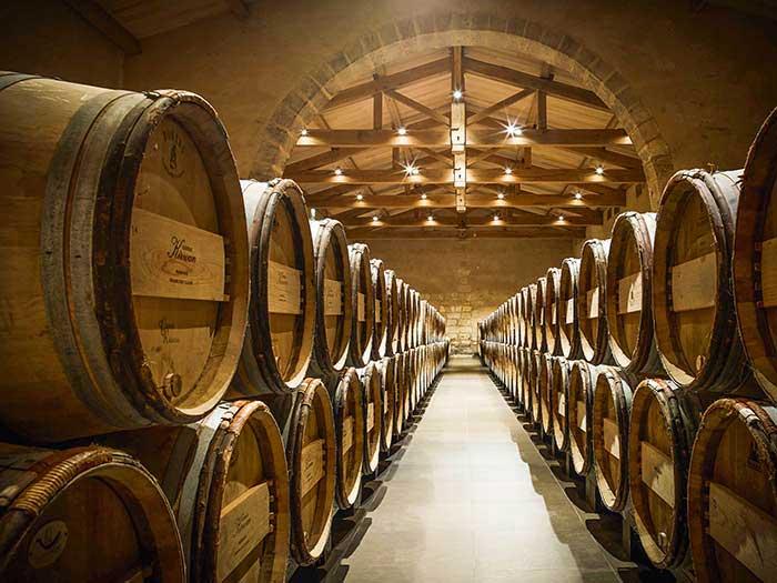 Dans un style plus prestigieux, le château Kirwan présente le meilleur du terroir bordelais à des petits groupes VIP. © DR