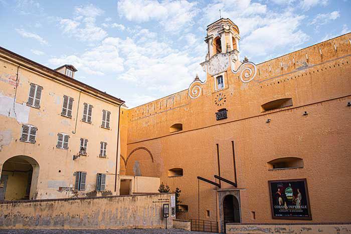 Au cœur de la citadelle de Bastia, le palais des gouverneurs raconte l'histoire de l'île, en particulier la longue période pendant laquelle les Génois dominèrent la Corse.