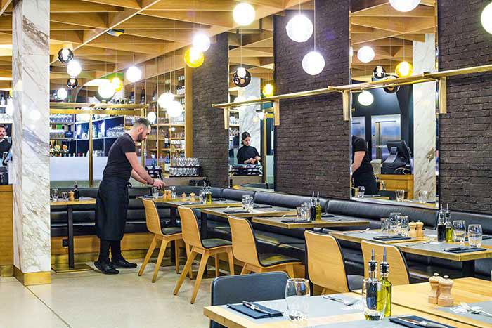Le Grand Café, une référence historique qui a su se réinventer sans perdre sa convivialité.