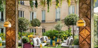 Terrasse du restaurant Le Joy, à l'Hôtel Fouquet's Barrière (Paris).