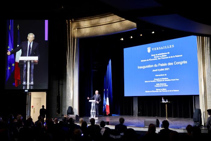 Bruno Le Maire, ministre de l'Economie et des Finances, lors de l'inauguration du palais des congrès de Versailles, a invité les Français à la vaccination collective.