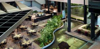 Le lobby végétalisé du Hyatt Regency Houston West.