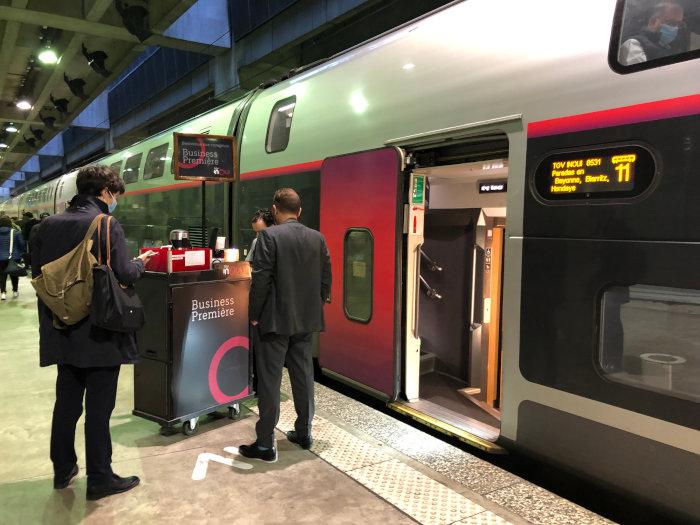 L'accueil en Business Première, un des services de la SNCF pour reconquérir les voyageurs d'affaires..